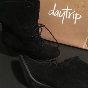 Daytrip black booties